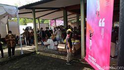 Ratusan Seniman Divaksinasi di Bantul, Jokowi Memantau Langsung
