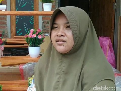 Pandemi COVID-19 menjadi pukulan sekaligus berkah bagi Farida (32). Ia merupakan warga Desa Karangpandan, Kecamatan Rejoso, Kabupaten Pasuruan.