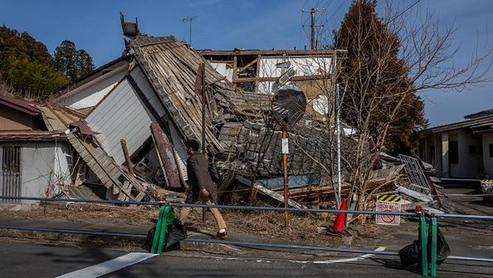 Gempa bermagnitudo 9,0 guncang kawasan Jepang 1 dekade silam. Gempa dan tsunami yang melanda kawasan itu turut picu kebocoran nuklir di Fukushima.