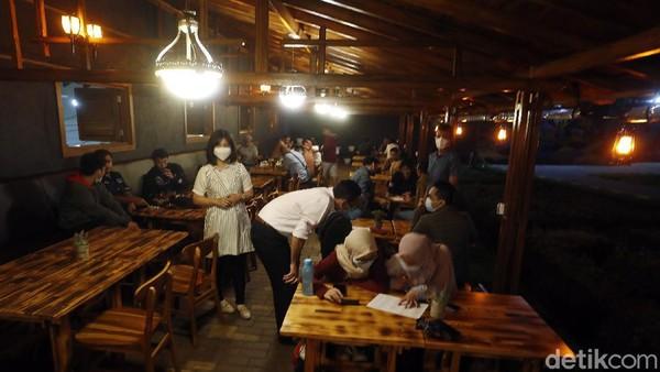 Bagi kamu yang sedang berada di Karangploso, yuk mampir ke kafe ini! Kamu juga bisa mencicipi cendol dawet khas Dusun Lasah yang unik di Karangploso. Berbeda dari cendol dawet lain, cendol ini terbuat dari sagu serta gula merah. Klaster cendol dawet merupakan klaster yang dibina oleh Bank BRI sejak 2 tahun belakangan ini.