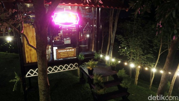 NK Cafe dan cendol dawet di Lasah ini menjadi satu dari kumpulan kisah dalam program Jelajah UMKM ke beberapa wilayah di Indonesia. Program Jelajah UMKM mengulas berbagai aspek kehidupan warga dan membaca potensi di daerah. Untuk mengetahui informasi lebih lengkap, Ikuti terus jelajah UMKM bersama BRI hanya di detik.com/tag/jelajahumkmbri.