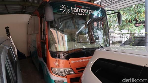 Layanan bernama Bus Pintar ini sudah ada sejak bulan Februari. Teknisnya, petugas nanti akan menjemput langsung wisatawan untuk datang ke Taman Pintar, namun dengan kuota tertentu. (Pradito Rida Pertana/detikTravel)