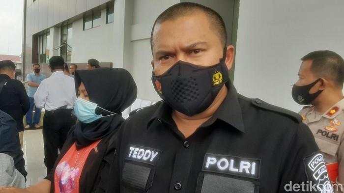 Direskrimum Polda Riau, Kombes Teddy Ristiawan