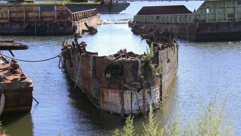 Kapal Selam Juliett 484 kebakaran