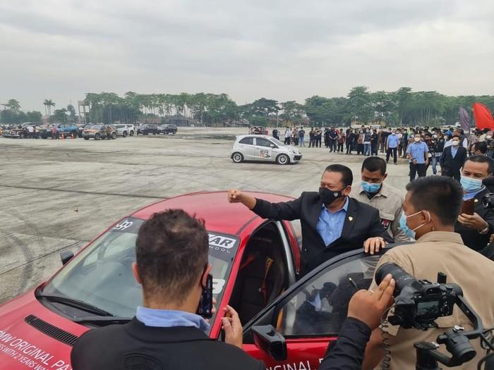 Ketua MPR RI Bambang Soesatyo diajak nge-drift bareng Akbar Rais, Rabu (10/3/2021).