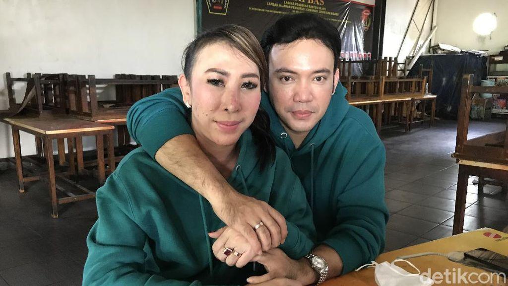Mantan Istri Rio Reifan Ingin Bulan Madu di Mekkah Bersama Sandy Tumiwa