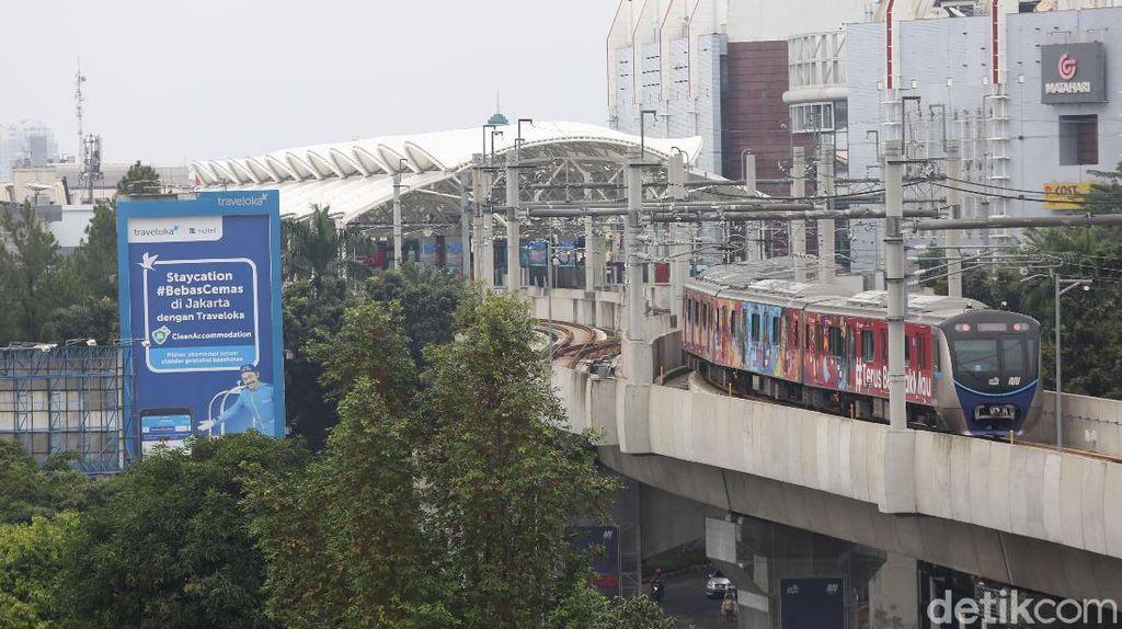 MRT Jakarta Izinkan Penumpang Buka Puasa Dalam Kereta