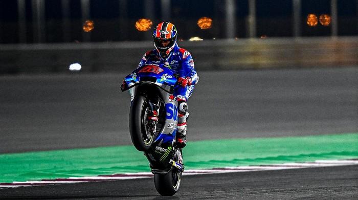 Alex Rins pada hari pertama tes kedua MotoGP 2021 di Sirkuit Internasional Losail, Qatar, Rabu 10/3).