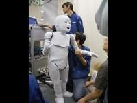 IEEE, organisasi di balik katalog bot memberikan deretan robot-robot terseram di dunia. Siapa saja mereka?  Di urutan ke-10 ada Bandit dari USC Interaction Lab and BlueSky Robotics. Meski seram, tujuan Bandit sangat mulia yakni membantu anak autis, memotivasi orang dewasa yang lebih tua dalam latihan fisik, dan memberikan terapi kepada pasien stroke.