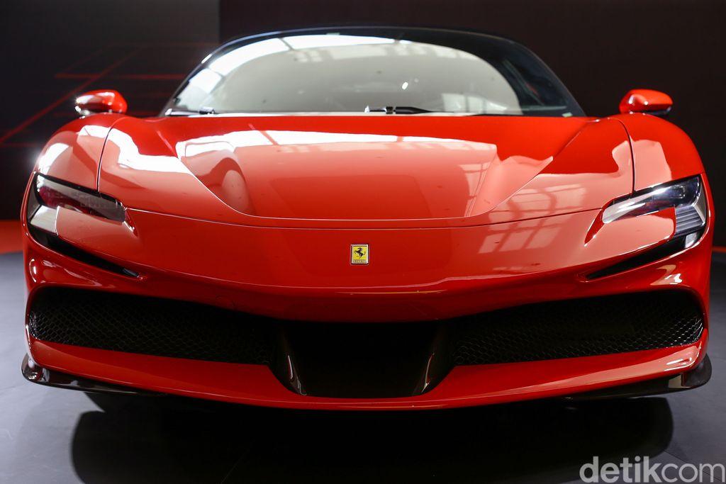 Penampakan Ferrari SF 90 Stradale