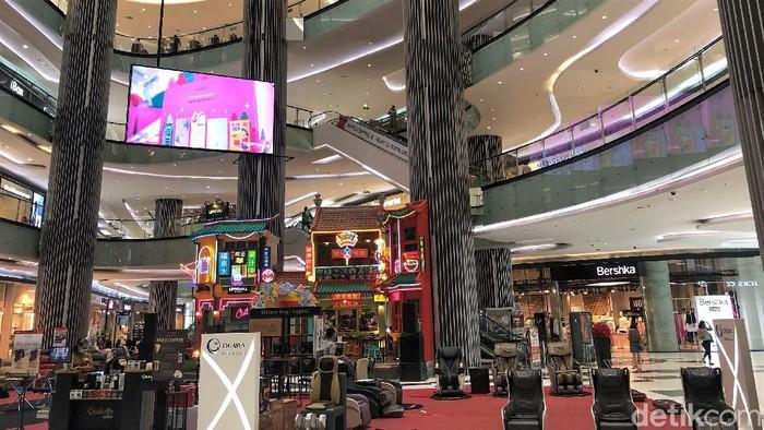 Presiden Joko Widodo gaungkan seruan cinta produk dalam negeri . Jokowi pun ingin produk UMKM diberikan tempat yang strategis di mal atau pusat perbelanjaan.