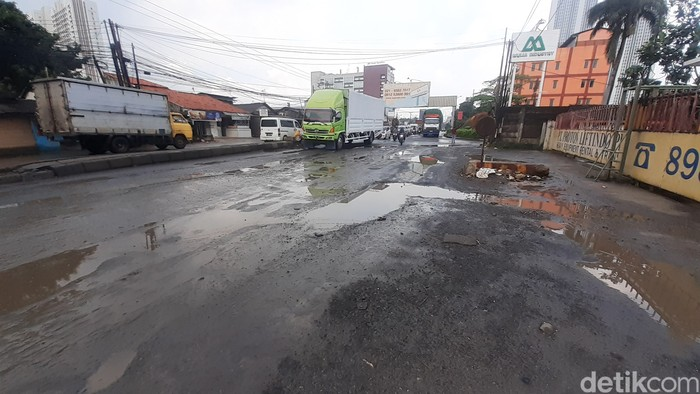 Jl Raya Industri, Cikarang Selatan, Kabupaten Bekasi, selepas hujan 12 Maret 2021 pagi. (Afzal Nur Iman/detikcom)
