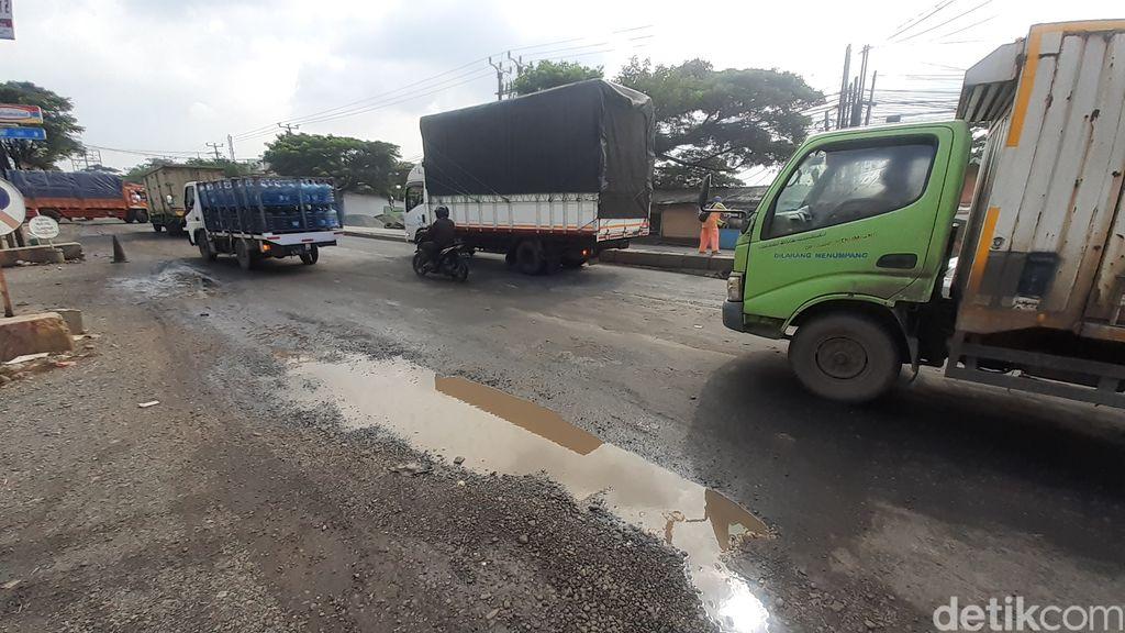 Jl Raya Industri di Kabupaten Bekasi, setelah diperbaiki, 12 Maret 2021. (Afzal Nur Iman/detikcom)