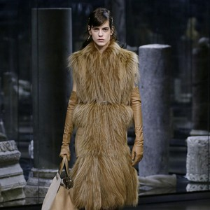 15 Koleksi Fendi Fall Winter 2021, Karya Perdana Kim Jones