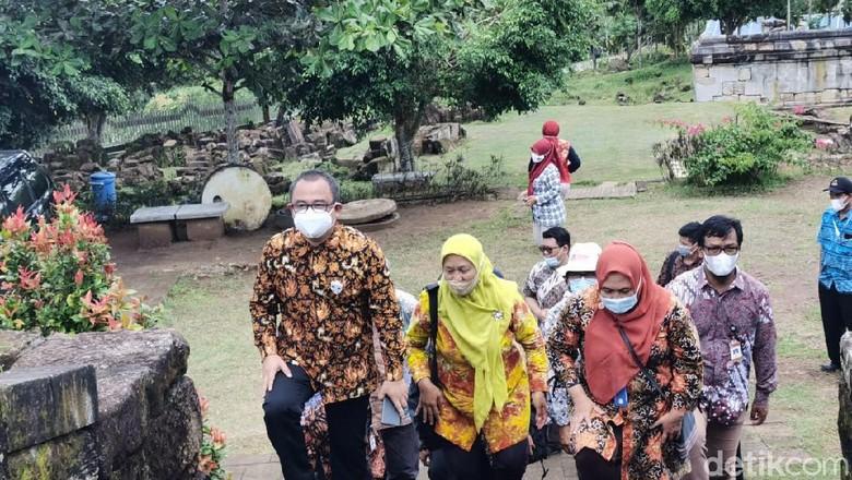 Koordinator Staf Khusus Presiden RI Ari Dwipayana saat meninjau cagar udaya di Yogyakarta, Jumat (12/3/2021).