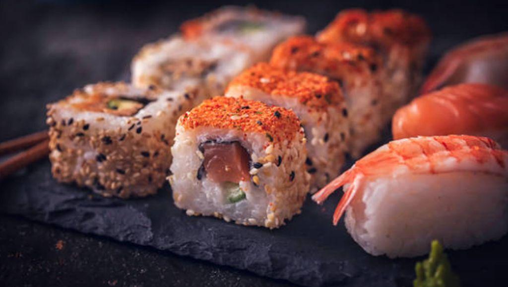 Demi Sushi Gratis, Ratusan Orang Rela Ganti Nama Jadi Salmon
