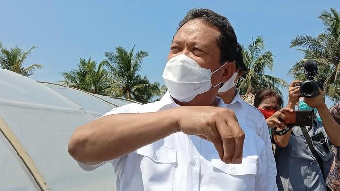 Menteri Kelautan dan Perikanan Sakti Wahyu Trenggono kunjungan kerja di Kampung Garam, Kebumen, Jawa Tengah