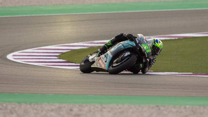 DOHA, QATAR - FEBRUARY 23: Franco Morbidelli of Italy and Petronas Yamaha SRT rounds the bend during the MotoGP Tests - Day One at Losail Circuit on February 23, 2019 in Doha, Qatar. (Photo by Mirco Lazzari gp/Getty Images)
