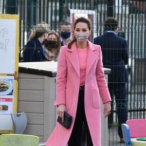 Kate Middleton Konsisten Pakai Baju Pink, Pesan Cinta untuk Meghan Markle?