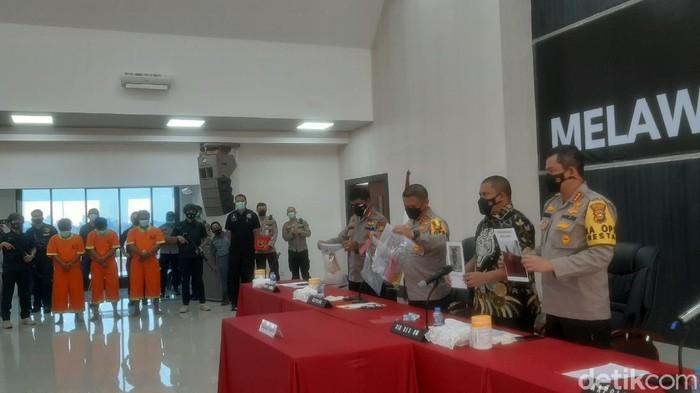 Polda Riau mengungkap rentetan teror terhadap pejabat Kejati Riau hingga sekretaris LAM Riau (Raja Adil/detikcom)