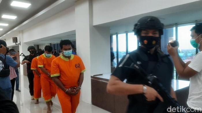 Polisi tangkap pelaku teror kepala anjing ke rumah pejabat Kejati Riau