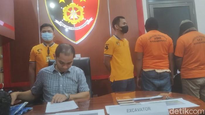 Polsekta Samarinda menangkap dua penambang batu bara ilegal di wilayah permakaman korban COVID-19 (Suriyatman/detikcom)