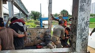 Jaring PMKS di Jakbar, Satpol PP Amankan Manusia Silver-Pak Ogah