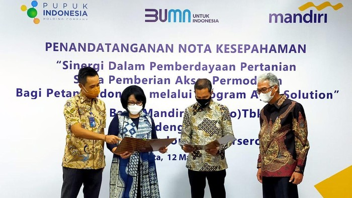 Bank Mandiri bersinergi dengan PT Pupuk Indonesia (Persero) dalam pemberdayaan petani binaan melalui pemberian akses permodalan.