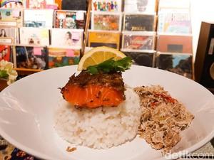 Listening Bar SUBO: Nikmati Musik Sambil Mencicipi Nasi Salmon Megono