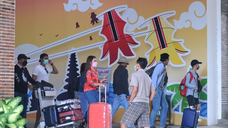 Bandara I Gusti Ngurah Rai akan menghentikan operasionalnya sementara Minggu (14/3) mendatang. Penutupan dilakukan karena bertepatan dengan perayaan Nyepi.