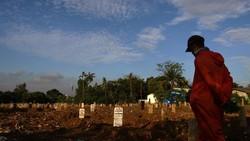 Kasus COVID-19 di Indonesia terus bertambah. Jumlah kasus COVID-19 kian bertambah di tengah gerakan vaksinasi yang gencar dilakukan dan ancaman mutasi Corona.