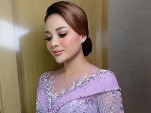 Cantiknya Aurel Hermansyah Saat Lamaran, Temanya Makeup Jatuh Cinta