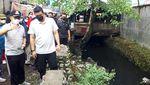 Potret Bobby Beraksi Pimpin Normalisasi Parit di Medan Demi Cegah Banjir