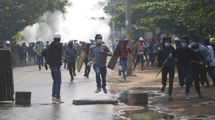 Jumlah demonstran yang tewas ditembak dalam unjuk rasa antikudeta terbaru di Myanmar bertambah menjadi enam orang.