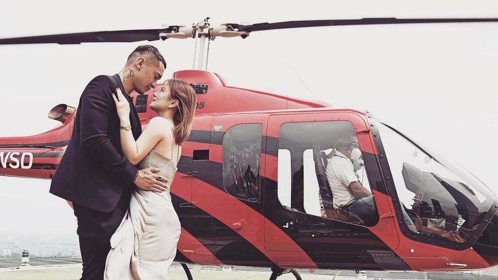 Sweet Banget! Miller Khan Lamar Kekasih di Atas Helikopter