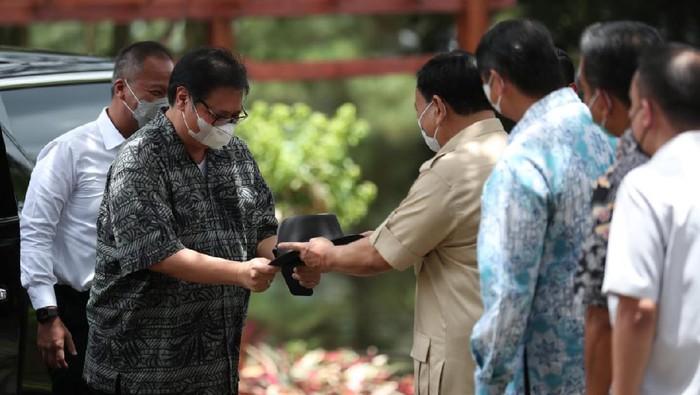 Silaturahmi antara kedua tokoh nasional yakni Ketua umum Partai Golkar Airlangga Hartarto dan Ketua Umum Partai Gerindra  Prabowo Subiyanto kembali tersorot media. Kali ini mereka bertemu di Hambalang. Ada apa?
