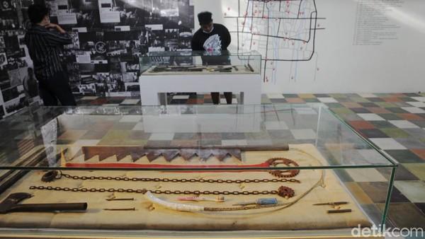 Pameran karya salah satu seniman Yahya Dwi Kurniawan tersebut coba menunjukkan bukti-bukti Klitih sejak 1990-an hingga sekarang.