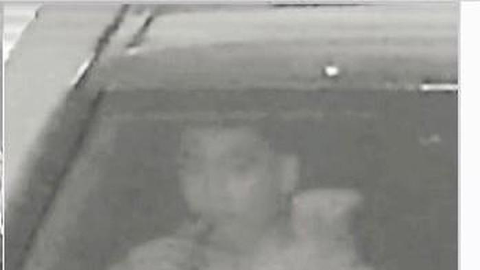 Penampakan MDA (19) pengemudi Mercy yang menabrak pesepeda di Bundaran HI mengemudi sambil hisap vape