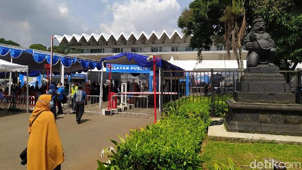 Gate B Istora Senayan untuk sentra vaksinasi bersama bumn