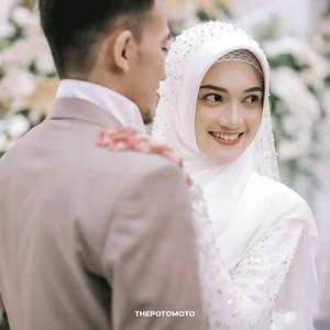 Ustaz Syam Menikah, Lihat Gaya Pengantin Wanitanya yang Cantik Bergaun Putih