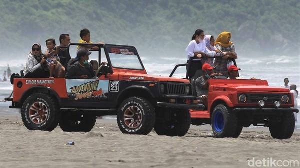 Terlebih di saat libur Hari Raya Nyepi seperti saat ini, kawasan Pantai Parangtritis tampak ramai oleh aktivitas warga maupun wisatawan.
