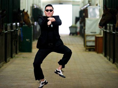 YouTube dikunjungi begitu banyak orang setiap harinya. Di dalam platform streaming ini, ada berbagai genre video yang dicari mulai dari musik sampai film pendek.Gangnam Style - Psy mendapatkan views tinggi dan termasuk paling populer sepanjang masa dengan total views mencapai 4 miliar views.