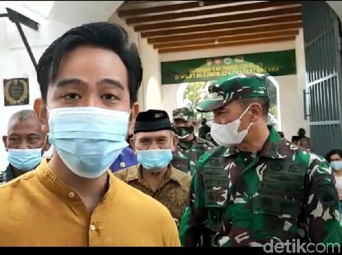 Wali Kota Solo Gibran Rakabuming mengajukan tambahan vaksin COVID-19