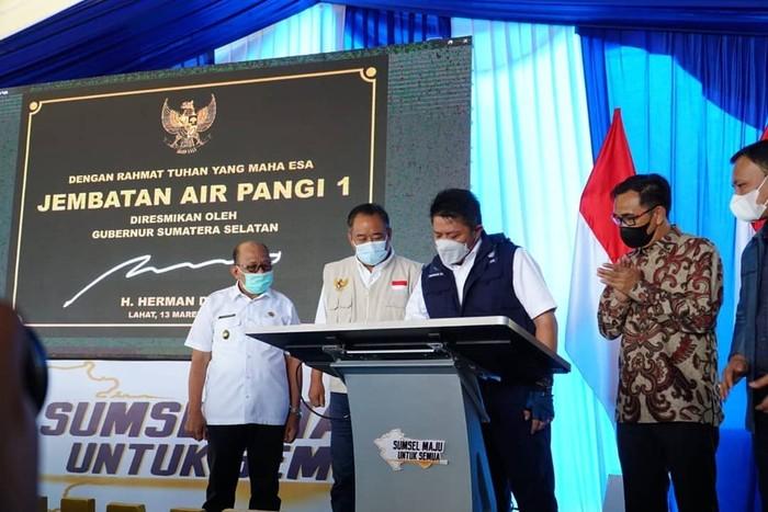 Gubernur Sumsel Herman Deru Resmikan 58 Infrastruktur di Kabupaten Lahat