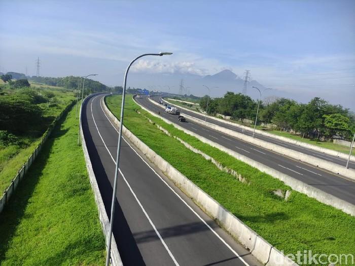 Hari ini merupakan Hari Raya Nyepi Tahun Baru Saka 1943. Arus lalu lintas di Tol Sidoarjo hingga Jalan Arteri dari Surabaya ke Malang serta arah sebaliknya cenderung sepi.