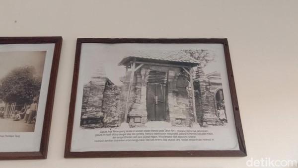 Foto paling tua adalah suasana di kompleks Menara Kudus tahun 1880. Foto itu kata dia didapatkan dari sebuah lembaga ilmiah asal Belanda, Koninklijk Institutt voor Taal, Land - en Volkenkunde (KITLV). (Dian Utoro Aji/detikTravel)