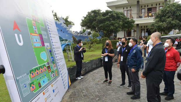Menpora Zainudin Amali meninjau buble IBL 2021 di Cisarua, Bogor, Sabtu (13/2/2021)