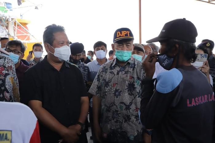 Menteri Kelautan dan Perikanan Sakti Wahyu Trenggono kunjungi Pelabuhan Indramayu