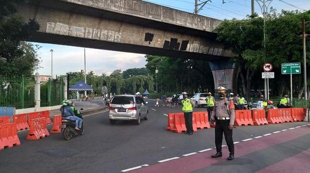Razia Knalpot Bising di Bundaran HI-Monas, 30 Pemotor Ditilang Minggu (14/3/2021) pagi ini. (Foto: dok. Polres Metro Jakarta Pusat)