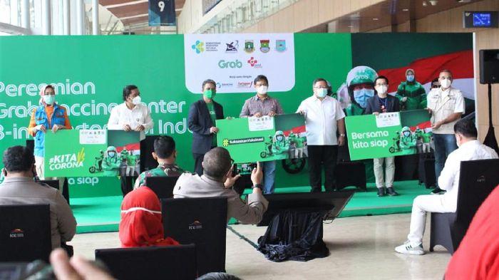 Pusat vaksin 3-in-1 hadir di Tangerang. Keberadaan pusat vaksin itu merupakan inovasi pelayanan publik di Kabupaten Tangerang untuk atasi pandemi virus Corona.